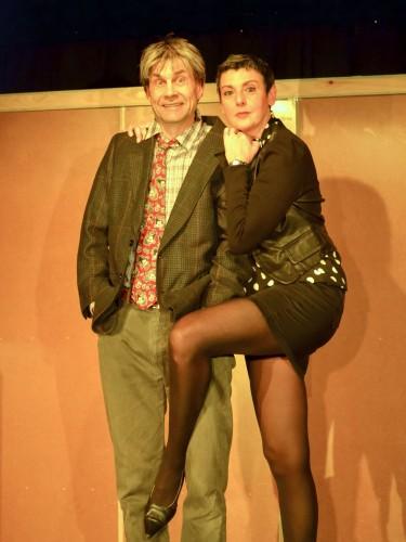 Comédie de Sylvain Bersinger, jouée par la Compagnie du Fauteuil Rouge et mise en scène par Pascal Bonnelle.